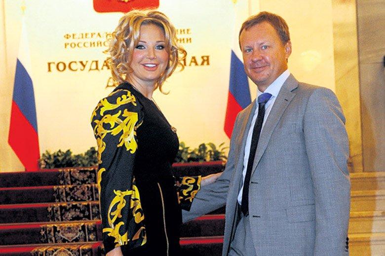 Российские жёны на фотов домашней обстановке в сапогах фото 480-564