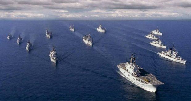 Группа из 10 кораблей ВМС США во главе с авианосцем выдвинулась в ...